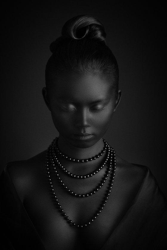 Black pearls I. - Medium Edition