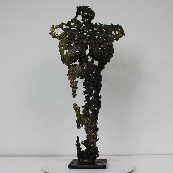 Pavarti Aphrodite Metal sculpture female body steel and gold pigments - Buil