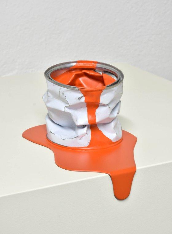 Le pot de peinture orange 2