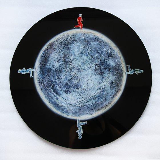 THE MOONLIGHT MARAPHON /  Plexiglass art object planet planets solar sistem round circle space science