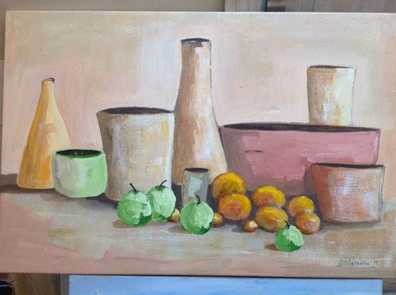 7 pots and fruit