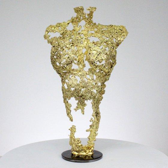 Pavarti so gold - Body woman metal artwork - lace steel gold