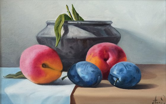 Still life with peach and plums (20x30cm, oil painting, ready to hang)