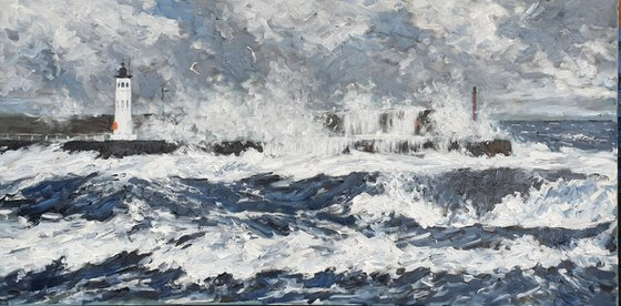 Heavy seas at anstruther  harbour