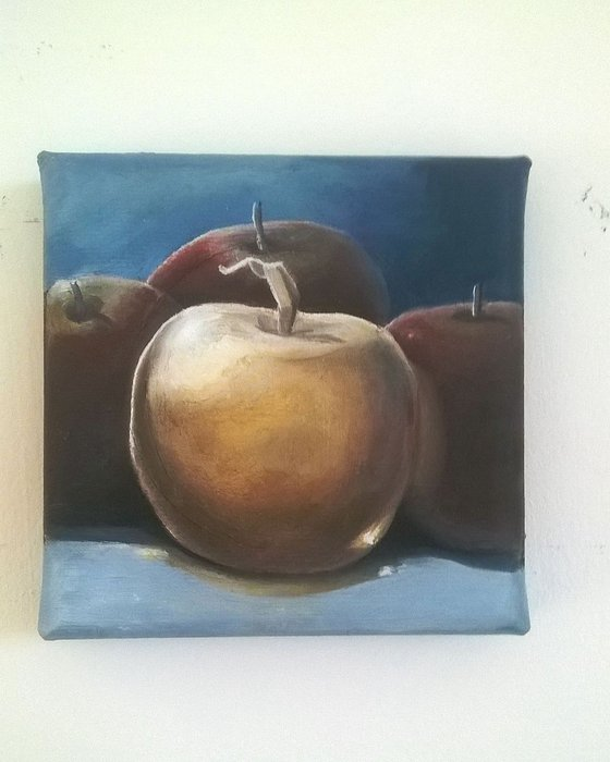 Golden Apple 10 x 10 cm (open to offers)