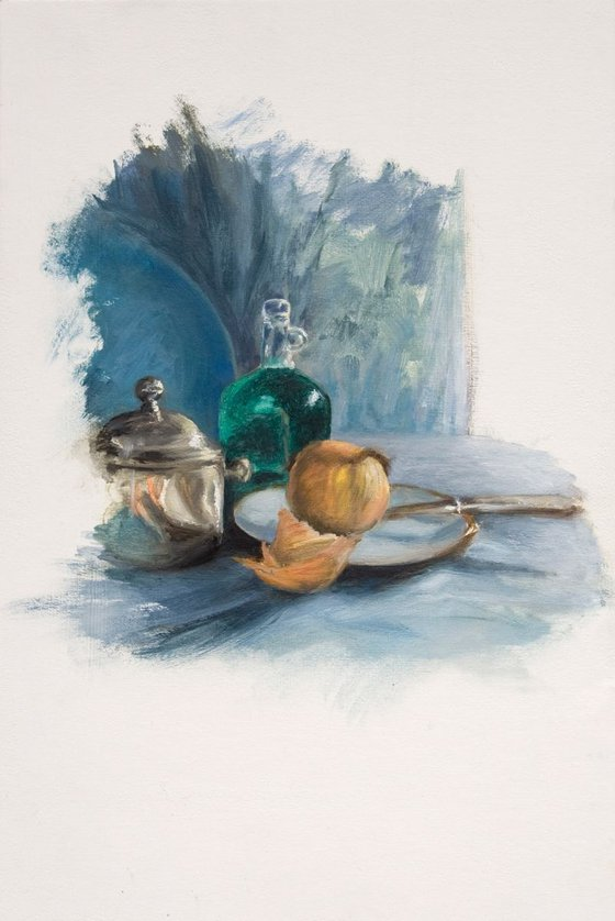 Onion and knife in blue