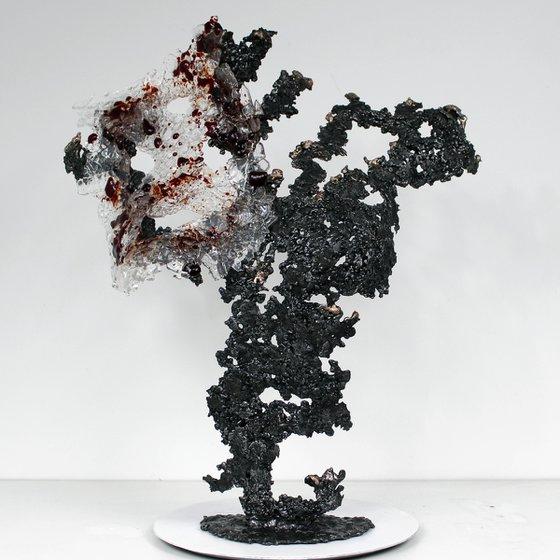 Belisama red carmine - Body woman sculpture metal bronze, steel and glass