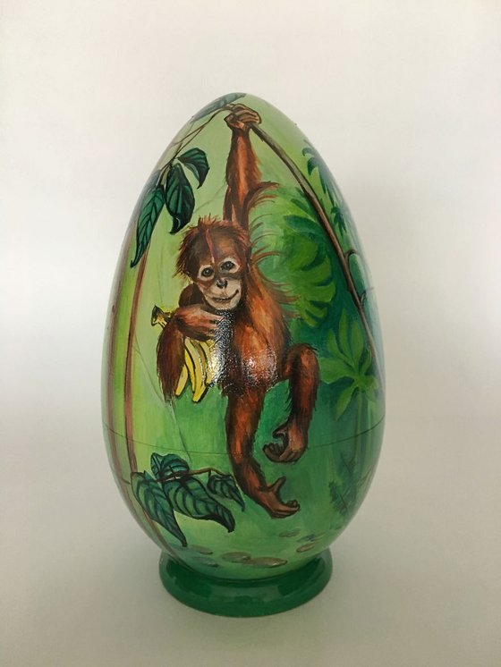 Monkey. Lacquered art painted on wooden egg (casket)