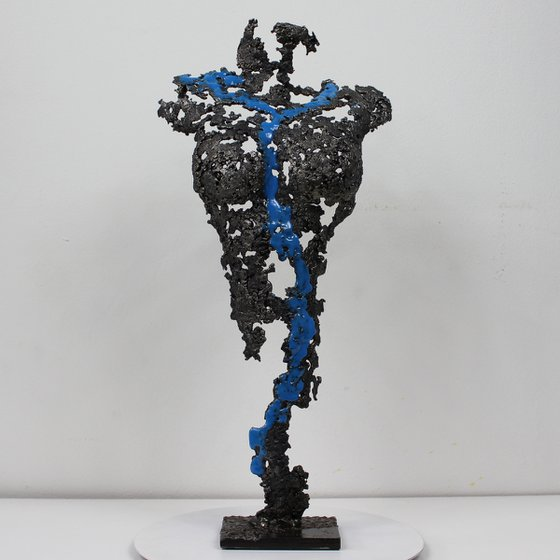 Pavarti Hyang - Metal sculpture woman body steel lace and blue resin