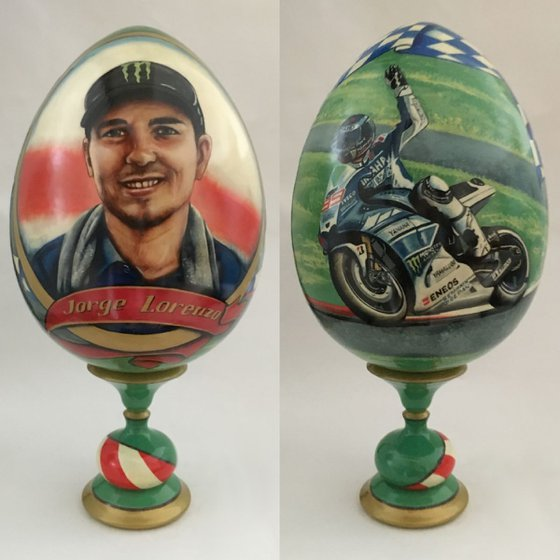Portrait of Jorge Lorenzo. Lacquered art painted on wooden egg.