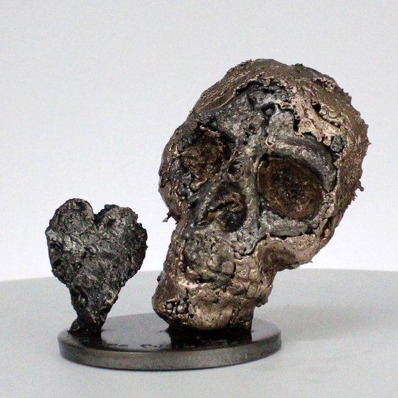 Skull 57-21 - Skull and heart artwork steel bronze sculpture