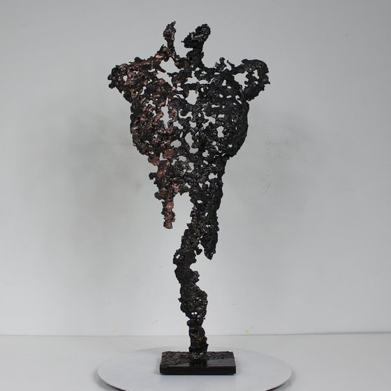 Pavarti Tanfana - Metal sculpture woman body steel and copper lace