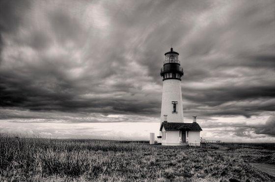 B&W of Yaquina lighthouse.