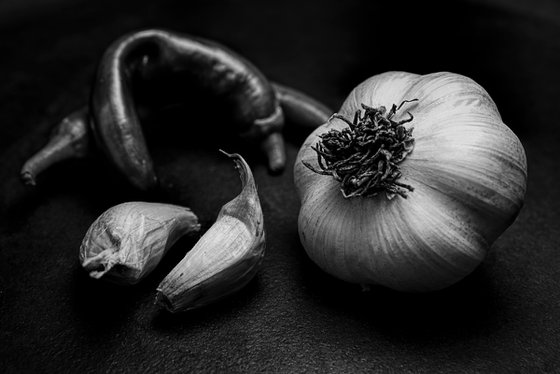 B&W of garlic and green peppers.