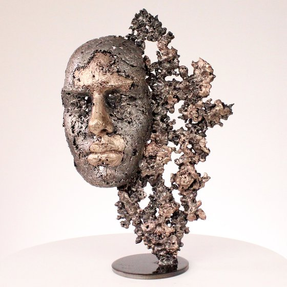A tear 48-21 - Face sculpture bronze steel