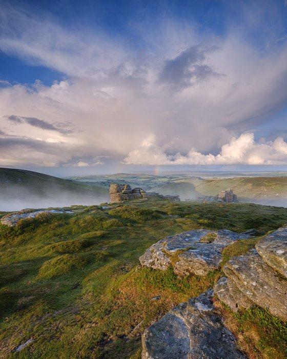 Near mist and distant rain - Hookney Tor